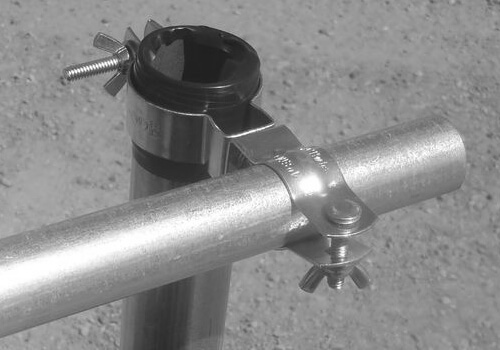 How to mount a vertical pipe